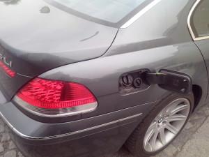 Plnicí hrdlo na BMW 7